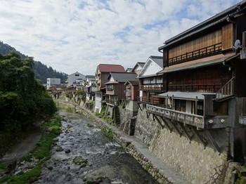 161030足助、和菓子食べあるきと旧家めぐり23、真弓橋から下流を撮る (コピー).JPG