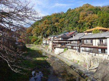 161125足助めぐり10、中橋から見る風景 (コピー).JPG