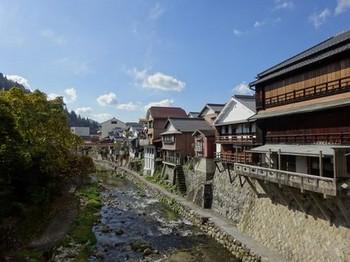 161125足助めぐり38、真弓橋から見る川沿いの風景 (コピー).JPG