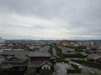 191026松阪あるき39、松坂城跡から見る御城番屋敷.JPG