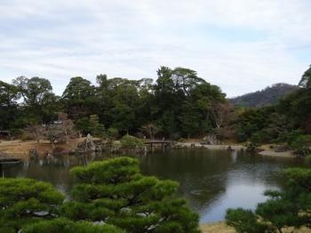 200106玄宮園13、鳳翔台より魚躍沼越しに佐和山を見る.JPG