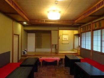 200123掛川市二の丸茶室12、立礼席(葛布の天井).JPG