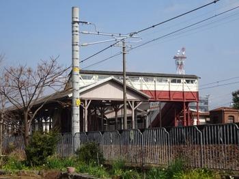 200213半田あるき07、JR半田駅の跨線橋.JPG