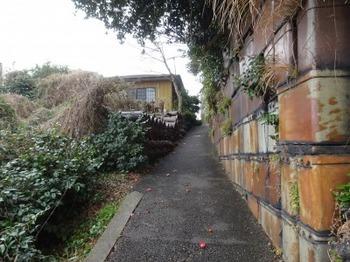 200214常滑やきもの散歩道13、散歩堂付近の坂道.JPG