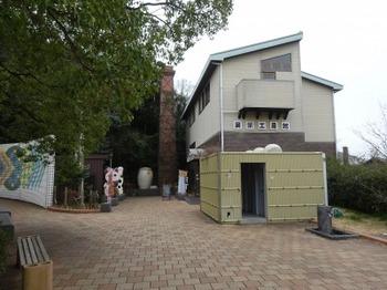 200214常滑やきもの散歩道14、登窯広場展示工房館.JPG