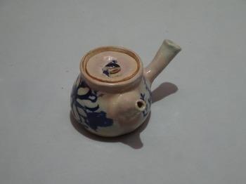 200311愛知県陶磁美術館08、染付菊文急須.JPG
