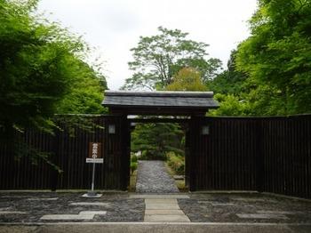 200518花フェスタ記念公園茶室「織部庵」03、表門.JPG