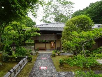 200518花フェスタ記念公園茶室「織部庵」04、正面に立礼席.JPG