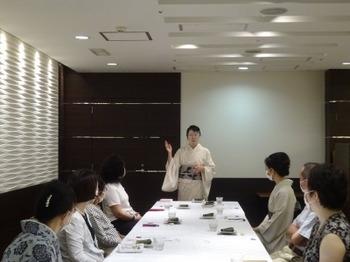 200819女将のおもてなし講座(モノトーンの会)02.JPG