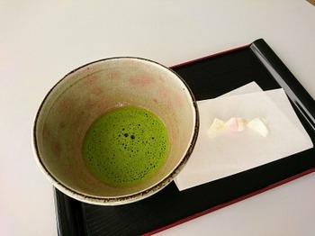 s_181017西尾市岩瀬文庫18、休憩室で西尾の抹茶.JPG