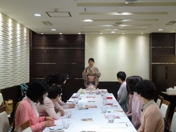 s_190306女将塾「愛される所作~桃花色の会」03.JPG