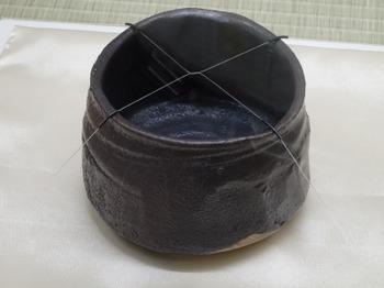 s_190524荒川豊蔵資料館12、瀬戸黒茶碗(昭和10年、豊蔵作).JPG