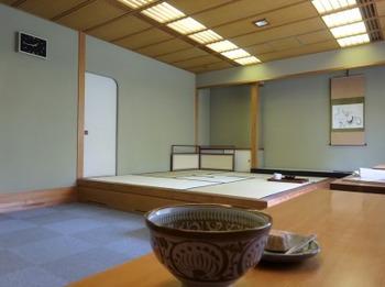 s_190706多治見市美濃焼ミュージアム06、立礼茶席.JPG